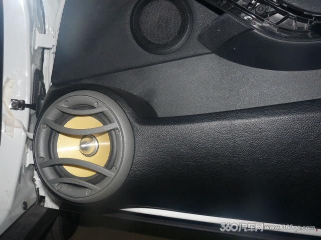 宝马X1音响改装高清图片
